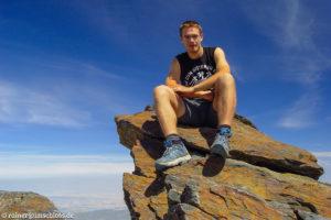 Auf dem höchsten Berg des Festlandes Spaniens, dem Mulhacén (3482 m)