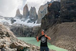 Vor den drei Türmen des Torres del Paine in Patagonien