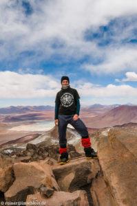 Auf dem Sairecabur (5992 m) in Chile mit Ausblick über die Vulkanlandschaft Boliviens