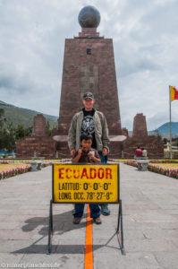 Auf dem Äquator, dem Mitad del Mundo nahe Quito, Ecuador