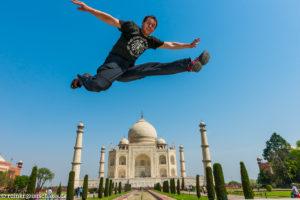 Vor dem Taj Mahal in Indien