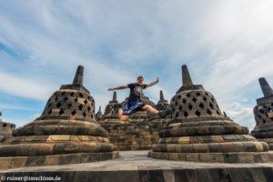 Auf der Pyramide von Borobodur, einer der größten Buddhistischen Tempelanlagen