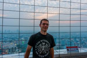 Blick aus ca. 300 m Höhe vom Baiyoke Tower 2 in Bangkok, Thailand