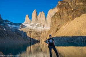 Sonnenaufgang vor den drei Torres del Paine in Patagonien, Chile