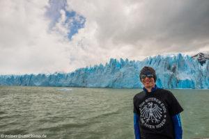 Vor dem Perito Moreno Gletscher, Argentinien, der über 4 km breit ist
